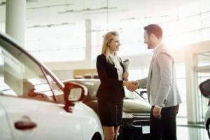 Die Anzahl der Autokredite nimmt zu, immer mehr Deutsche kaufen ihr Auto per Kredit.