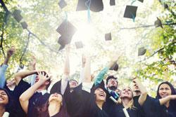 Studenten beim Abschluss
