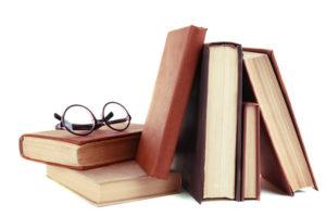 Einige Bücher und eine Brille