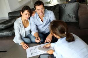 Manche Versicherungen bieten günstigere Baufinanzierungen an als Banken