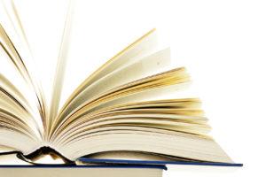 Ein dickes aufgeschlagenes Buch
