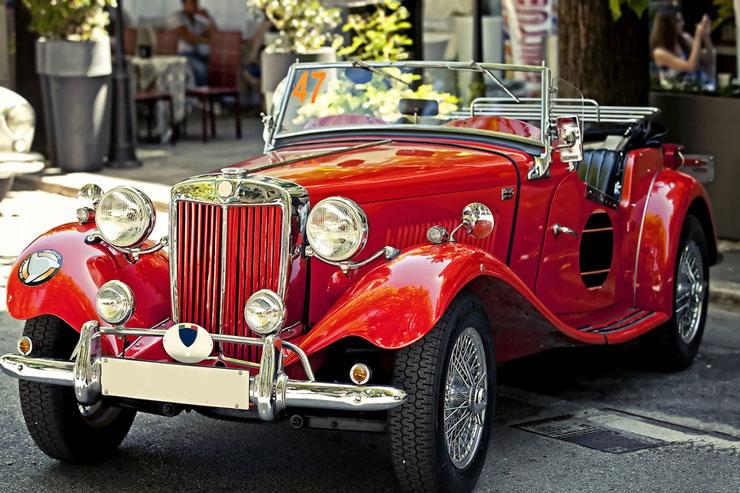 Klassisches rotes Oldtimer Cabrio